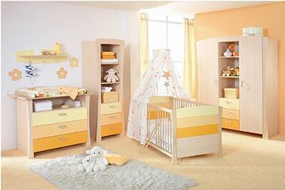 phòng ngủ cho bé gái với gam màu vàng cam
