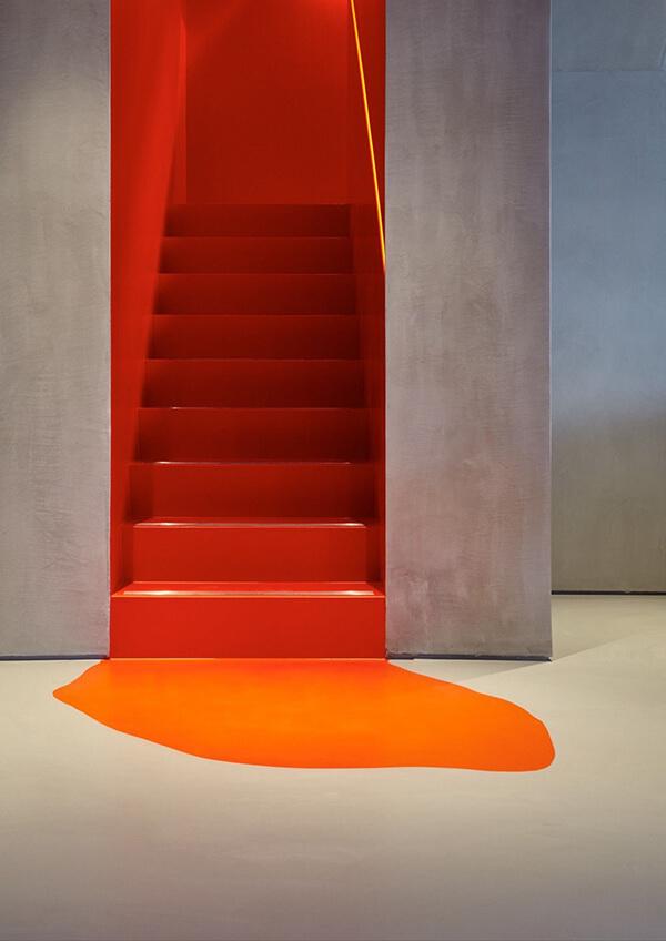 cầu thang màu sắc