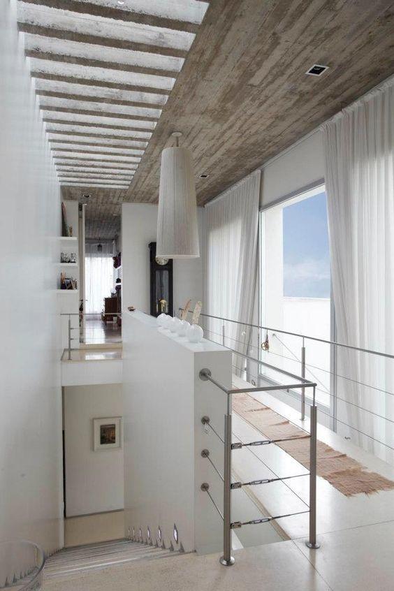 Thiết kế giếng trời dọc hành lan và cầu thang