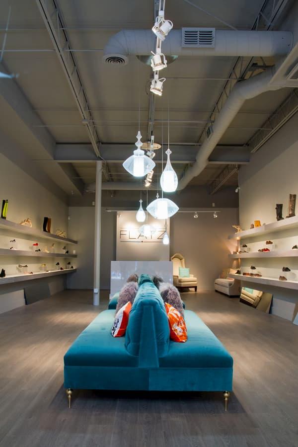 Cách trang trí shop giày dép nhỏ